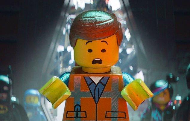 21. Lego filminde bol ışıklı sahnelerde parlak kısımlardaki el ve parmak izleri açıkça belli oluyor.