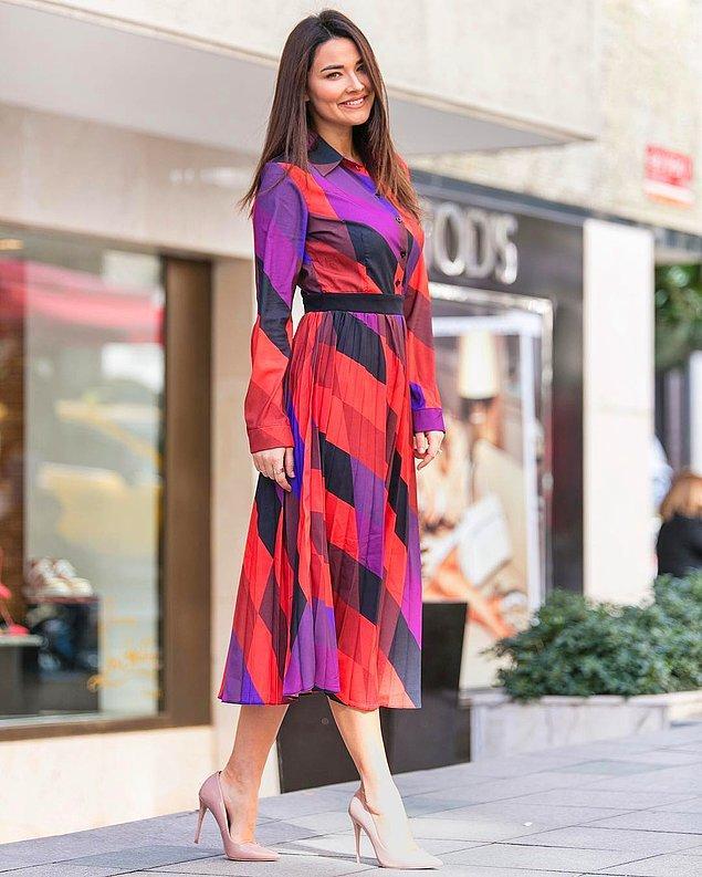 2. Gizem Hatipoğlu'nun rengarenk elbisesine ne diyorsunuz?