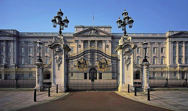 Buckingham Sarayı, Kraliçe II. Elizabeth'in Birleşik Krallık'taki Londra ikametgahı. Ayrıca evim güzel evim demek için de ideal bir yer...
