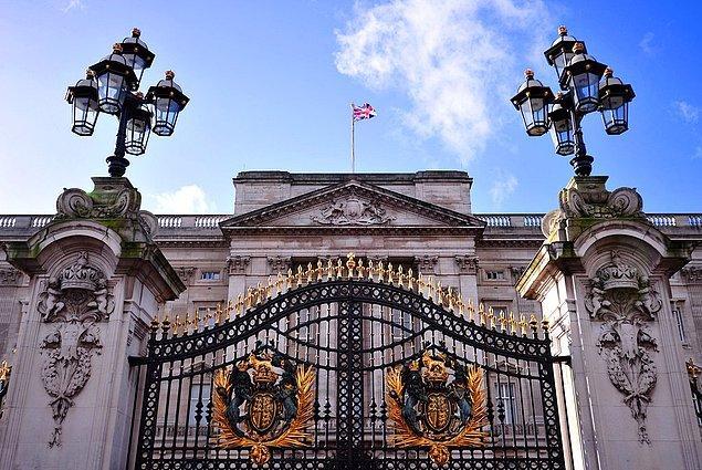 Gördüğünüz gibi, Buckingham Sarayı'nda odadan daha bol bir şey yok!