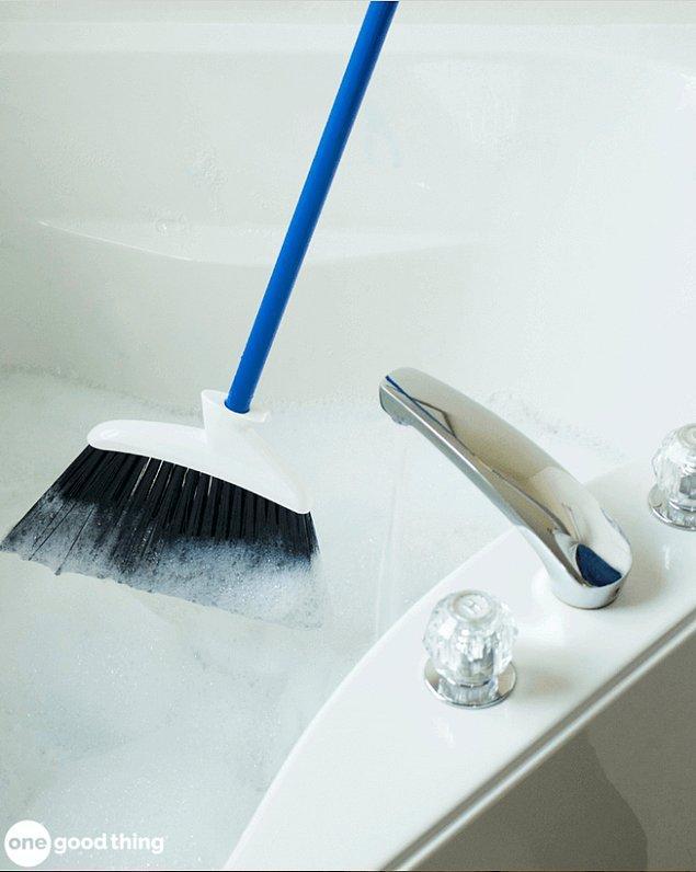 16. Veya her ay bir saatinizi odanın birini derinlemesine temizlemek için ayırın.