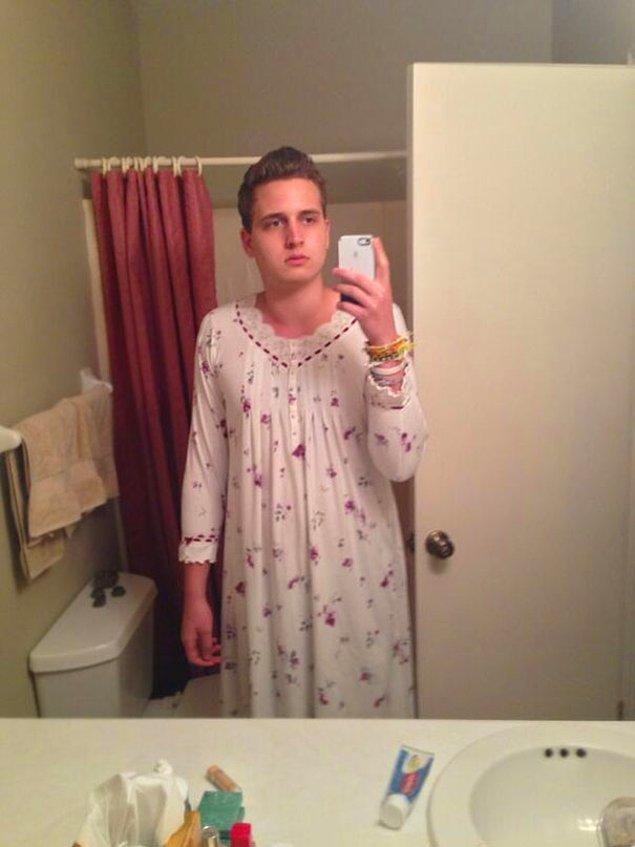 11. Pijamalarını evde unutan toruna kendi dolabından bir şeyler ayarlayan sevimli büyük anne 😅