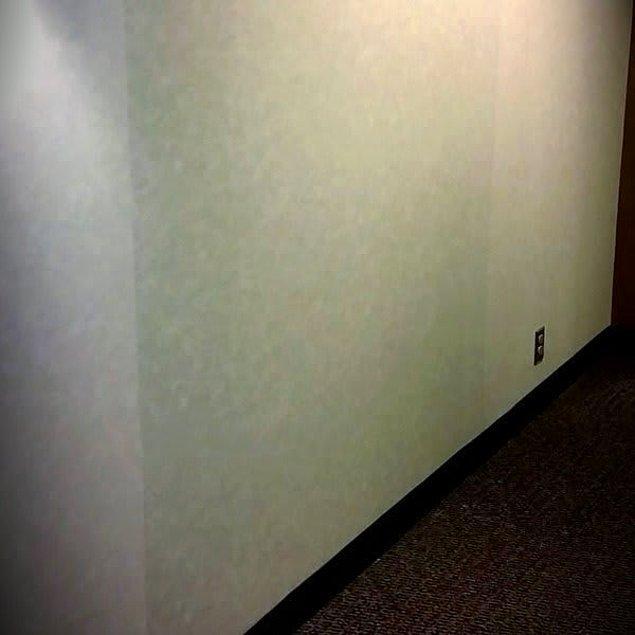 Bu duvar da bariz bir şekilde diğerlerinden daha koyu. Bir sonraki bölüme geçmek için muhtemelen buranın patlatılması gerekiyor.
