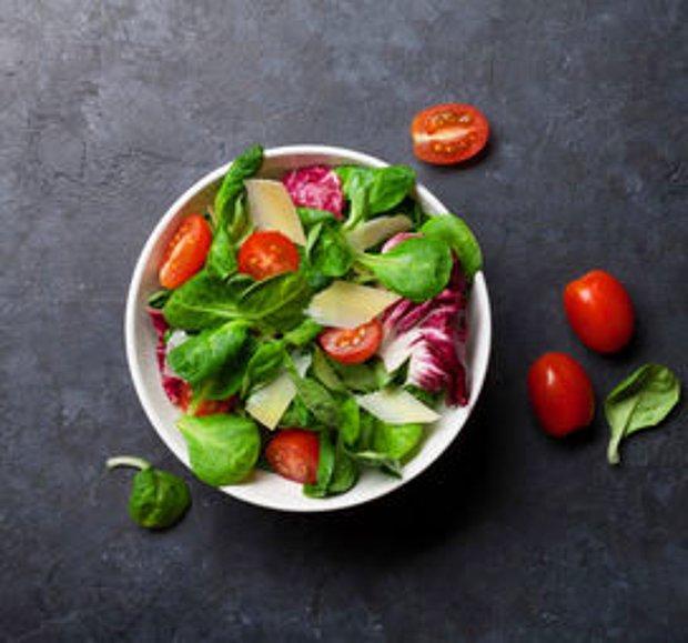 Bol yeşillikli salata