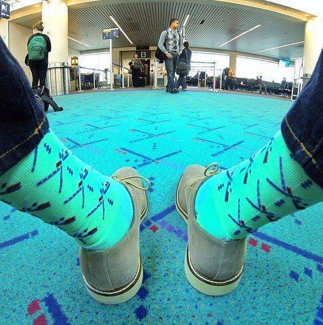 27. Amerika, Portland Uluslararası Havaalanı'nda yer döşemeleriyle uyumlu çoraplar satın almak mümkün!