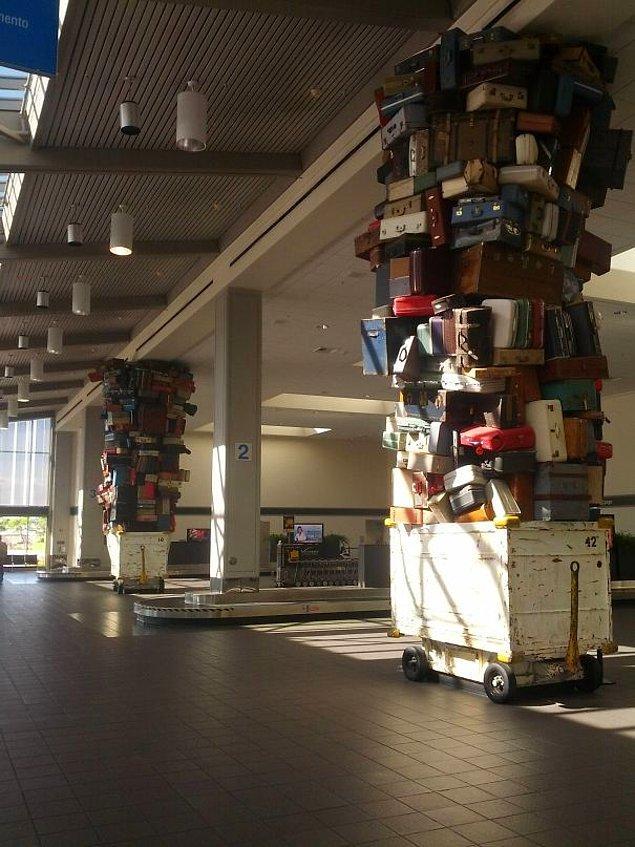 22. Kaliforniya'daki Sacramento Havalimanı'ndan bagaj manzaraları...
