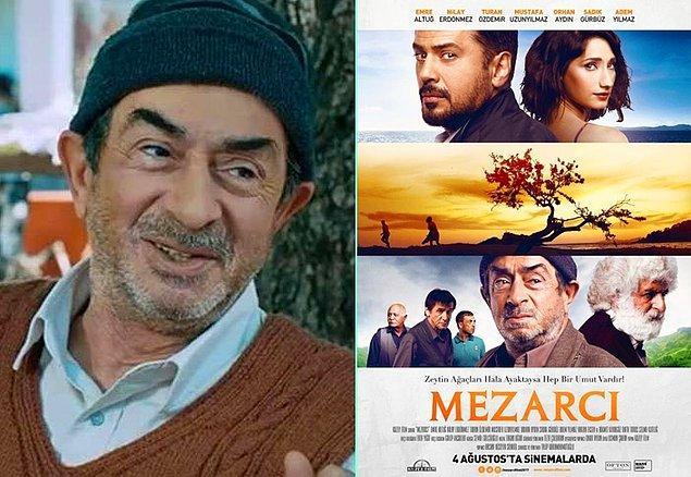 """10. Geçen ay kaybettiğimiz Turan Özdemir, Mezarcı adlı filmdeki performasnıyla 10. Londra Uluslararası Sinemacılar Festivali'nde """"En İyi Yardımcı Erkek Oyuncu"""" ödülünü kazandı."""
