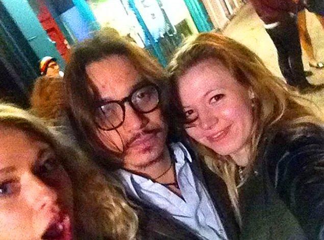 """14. """"Aman tanrım az önce Johnny Depp'le tanıştım ve ona sosisli yedirdim!"""" 🤣"""