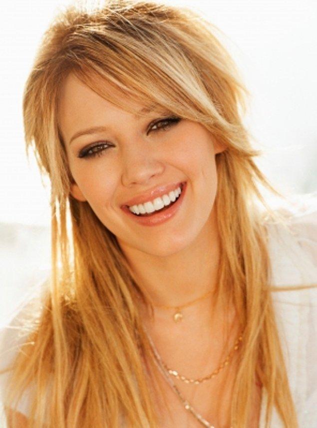 11. Sarışın olarak tanıdığımız Hilary Duff saç stilinden çok renklerinde devrim yapmaktan hoşlanıyor. Onu her an başka bir canlı renkli saçta görmek mümkün!