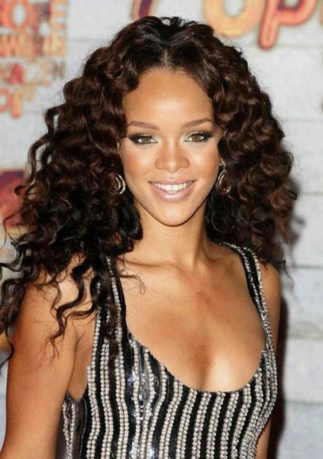 15. Hiçbir şeyde olmadığı gibi saç konusunda da sınır tanımayan güzeller güzeli Rihanna'mız bu konuda açık ara önde!