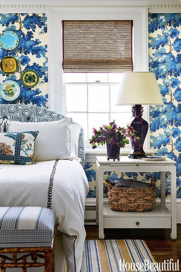 7. Çiçekler, ağaçlar ve bol ışık alan huzur verici yatak odası