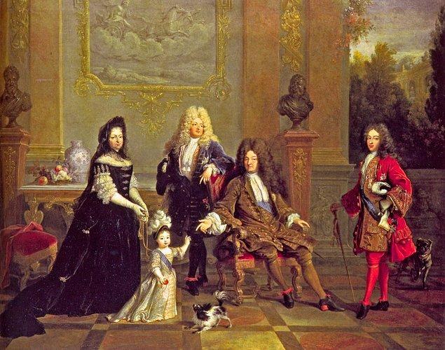5. Fransız modası diye bir şey icat etmişler; sanırsınız işkence! Erkekler ve kadınlar, sarayda uzun topuklu ayakkabı giyiyorlardı...
