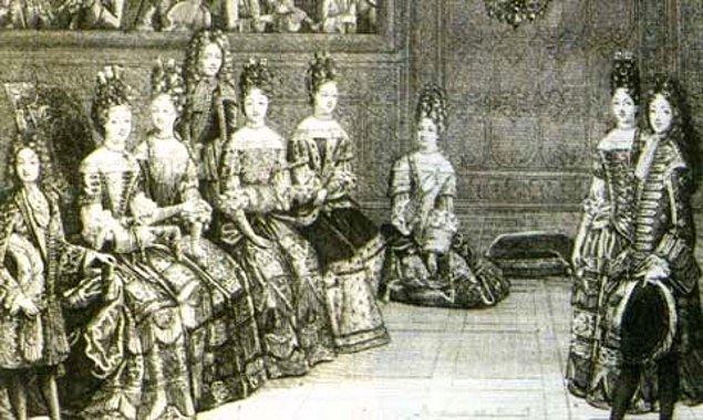 4. Adabı vardır oturmanın... Saraydakiler, bir yere oturduğunda bu sadece dinlenmek istediğinin işareti değildi. Aynı zamanda rütbesinin ne olduğunu da gösteriyordu.