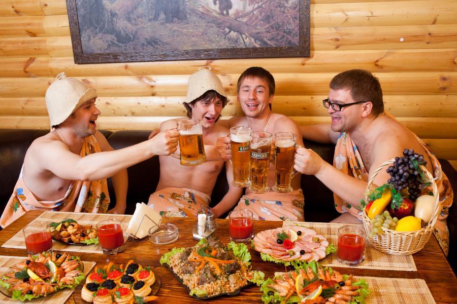 В бане с друзьями фото