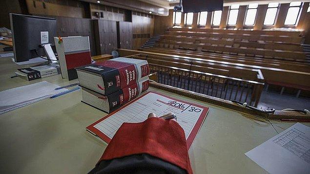 Hâkim kararda Güngör'ün bağlı bulunduğu kolluk birimine her gün saat 12.33'de giderek, İstiklal Marşı'nın 6. kıtasının yazılı bulunduğu tablo önünde olacak şekilde imza atması şartı getirdi.