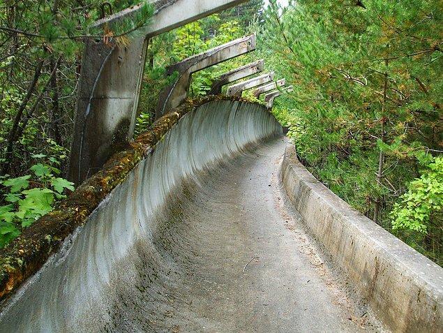 25. 1984 Kış Olimpiyatları için Saraybosna'da inşa edilmiş kızak parkuru.