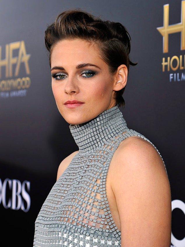 """Fakat bu model de kalıcı olmadı. 2014'ün sonlarında """"Equals"""" filmi için saçlarını yeniden koyu renge dönüştürüp kısacık bir model kestirmişti."""