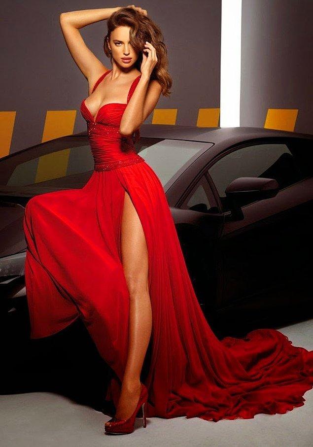 8. İrina Shayk'a bakan bir daha bakıyor şimdi yalan yok. Ayrıca bu elbisesiyle de çok seksi... 😎