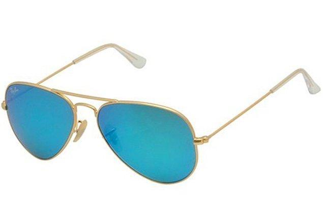 3. Mavinin en güzel tonlarıyla plajda vazgeçilmezi olacak bu güneş gözlüğü