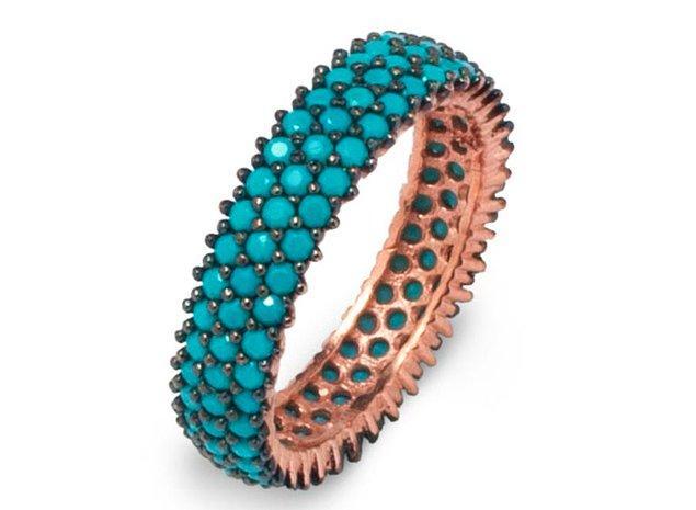 4. Bahar-yaz stilini renklendirecek, nano taşlı işlemeli bir yüzük