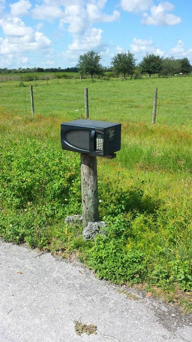 20 почтовых ящиков, мимо которых нельзя пройти не оглянувшись