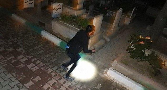 Dün gece ise  genç kızın gelmesini bekleyen polis ekipleri, mezarlığa girip arama yaptı ancak bir sonuç elde edemedi.