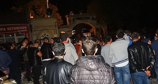 Bir grup genç, mezarlığa girmeye çalıştı 4 kişi gözaltına alındı.