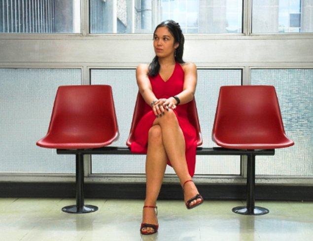 10. Oturduğunuz an sıkı bir şekilde bacak bacak üstüne atarsınız olası kazaları durdurmak için...