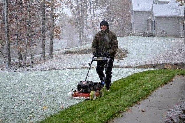 10. Hava koşullarının hiçbir önemi yok! O çimler biçilecek...
