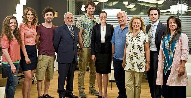 Başrollerini Sarp Levendoğlu ve Pelin Akil'in paylaştığı 'Ne Münasebet' dizisinin setinde kontrolü kaybeden sürücü kostüm sorumlusuna çarptı.