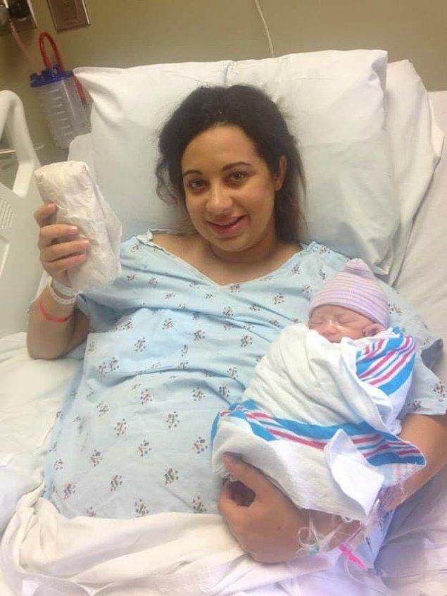 """7. """"72 saat uyarılmış doğum ve hiperemezis gravidarum (devamlı sabah bulantısı) sonrası ben. Doğum hediyesi olarak California burrito istedim çünkü sonunda bunu tekrar yiyebileceğim."""""""