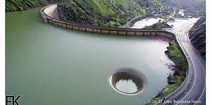 Парень увидел гигантскую дыру в озере и решил разведать с помощью дрона, что же это такое
