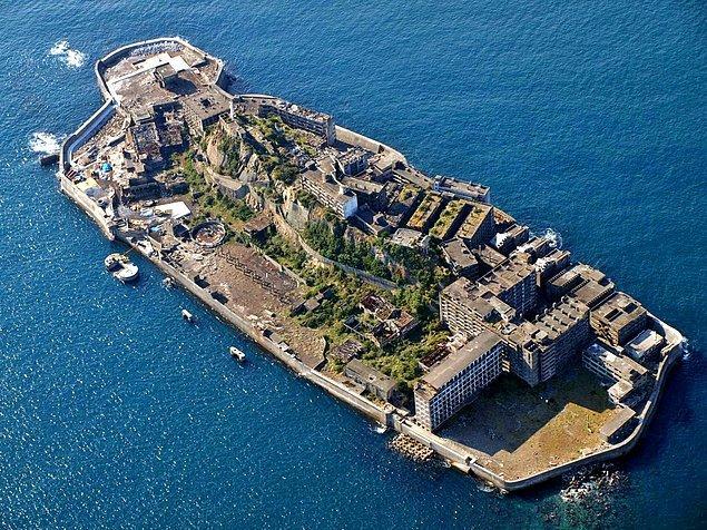 8. Hashima Adası (Gunkanjima)