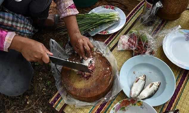 Koi Pla adı verilen bu yiyecek, çiğ balık içeriyor.