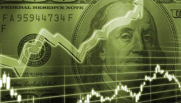 Bugün 4.46 seviyelerinde güne başladıktan sonra yükselişe geçen dolar/TL, 4,50 seviyesine kadar yükseldi. Euro ise 5,32 zirvesine ulaştı.