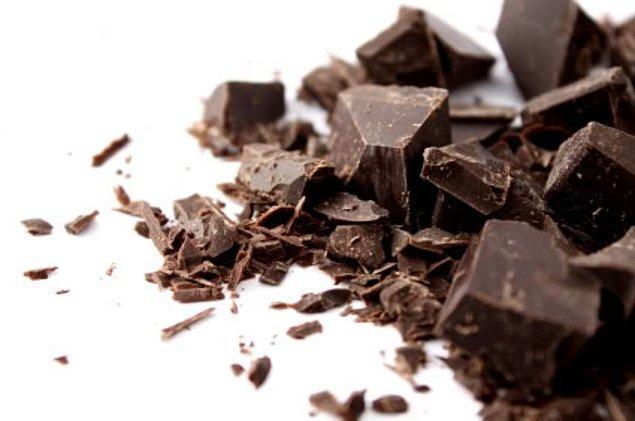 7. Bitter çikolata düşük kalorilidir ve kan şekerini düzgün bir seviyede tutar.