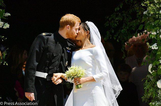 Ve düğünden sonraki ilk öpücük...