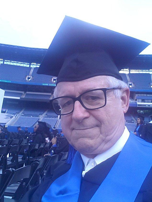 """9. """"100 yaşına gelmeden önce mezun olmak benim en büyük amacımdı. Bunu 33 yılda başardım!"""""""