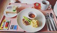 Гречневая каша и кусочек колбаски: 16 фото о том, что едят люди в больницах разных стран мира