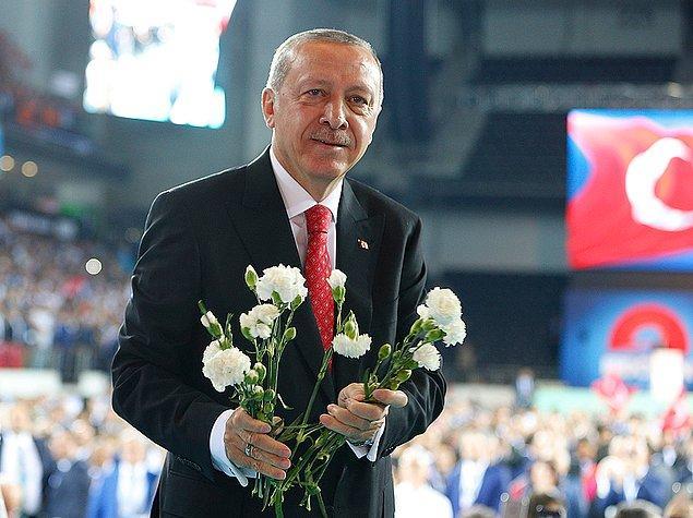 """Erdoğan """"Polis, öğretmen, hemşire, din görevlisi ve diğer idarecilerimizin emeklilik ek göstergelerini 3600'e çıkaracağız."""" diye konuştu."""