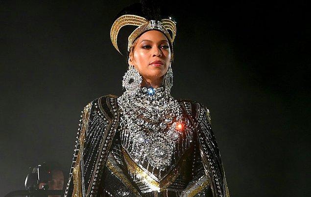 5. Kraliçe Beyonce ise öyle bir şey yaptı ki, dünya genelinde şaşkınlık yarattı!