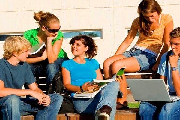 Каникулы с пользой: 11 способов заработать летом школьникам