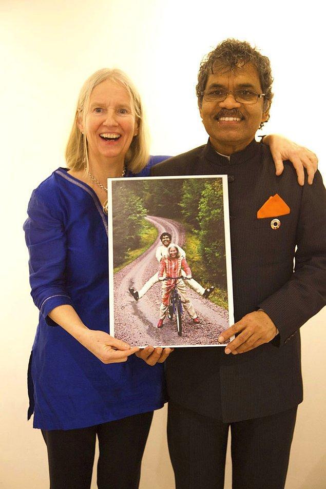 6. Bunun üzerine Charlotte 3 kez daha Kumar'ı ziyaret ediyor ve 3 portresini daha çizdiriyor.