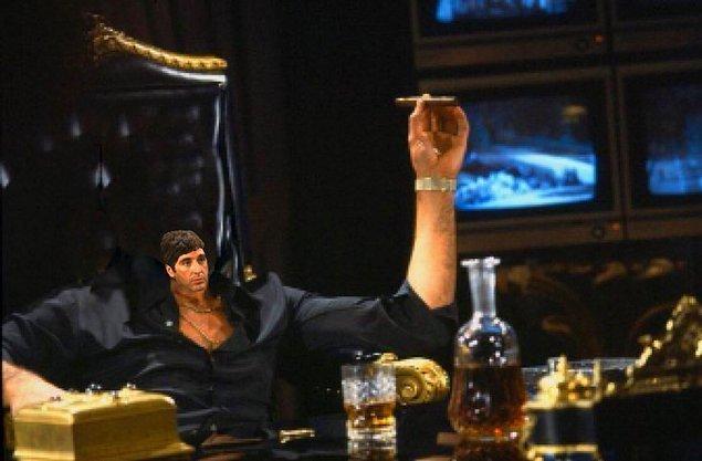 5. Tony Montana ve purosundan küçük kafası.