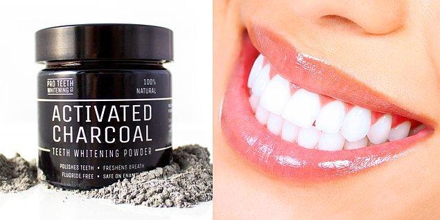 2. Aktif kömür dişlerinizi beyazlatır.