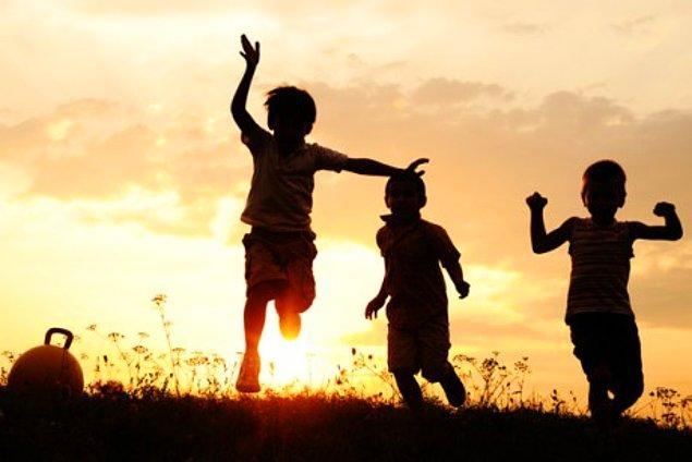 4. Peki çocukluğunu hatırladığında yüz ifaden bunlardan hangisi oluyor?
