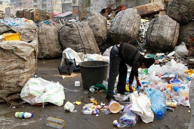 5. Geri dönüşüm işçileri için farklı malzemeleri biriktirerek ayırmak ve bu şekilde çöpe atmak.