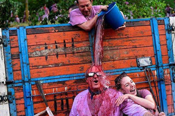 """Когда вино льется рекой: Фестиваль винных боев """"Баталья-дель-Вино"""" в Испании"""