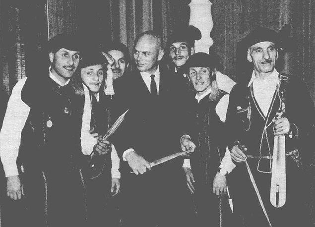 7. 1960'lı yıllarda Atatürk'ü canlandırması planlanan Yul Brynner, kemençe ve horonla ağırlandı.