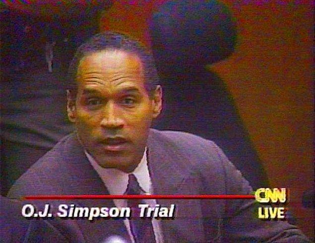Olay yerinde toplanan kan örnekleri arasında Simpson'ın da kanı bulunmuş, ayakkabısının izlerine rastlanmıştı.
